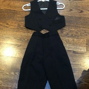 Other - 2-piece suit for young child